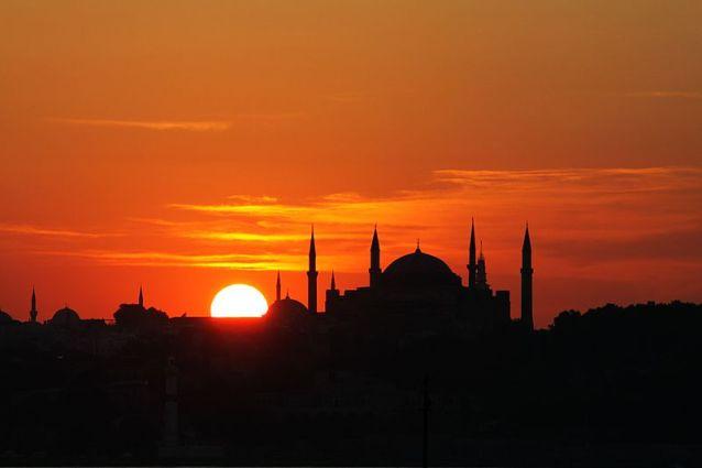 800px-Istanbul_-_Hagia_Sophia