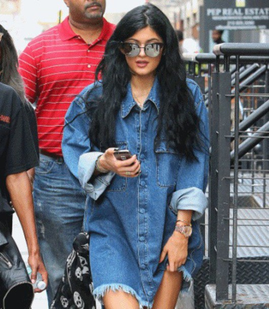o3zae7-l-610x610-kylie+jenner-denim+dress-denim-sunglasses-dress-jewels