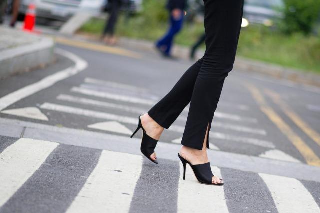 mules-heels-open-toe